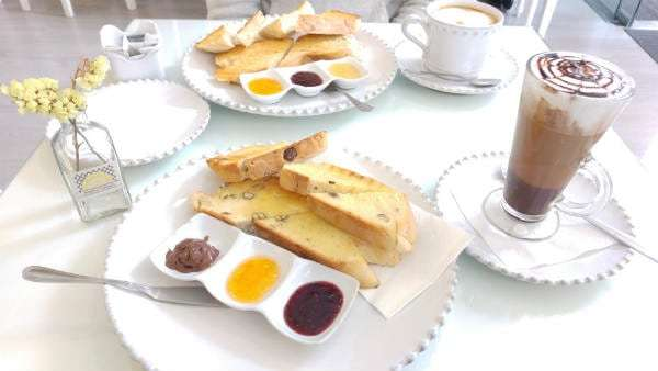 breakfast & brunch in porto amarelo torrada