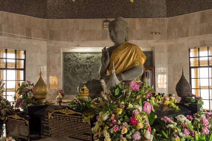 day trip from chiang mai royal pagoda inside