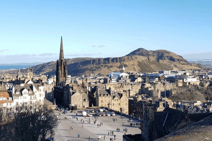 Romantic City Breaks in Europe for Valentines Day_Edinburgh 1