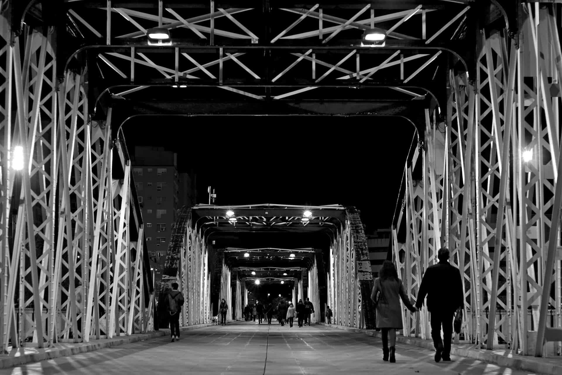 Romantic City Breaks in Europe for Valentines Day_slide couple bridge