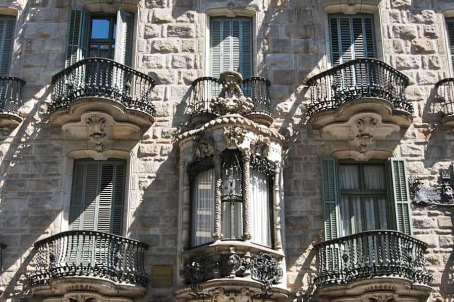 Must-See-Gaudí-Buildings-in-Barcelona_Casa-Calvet
