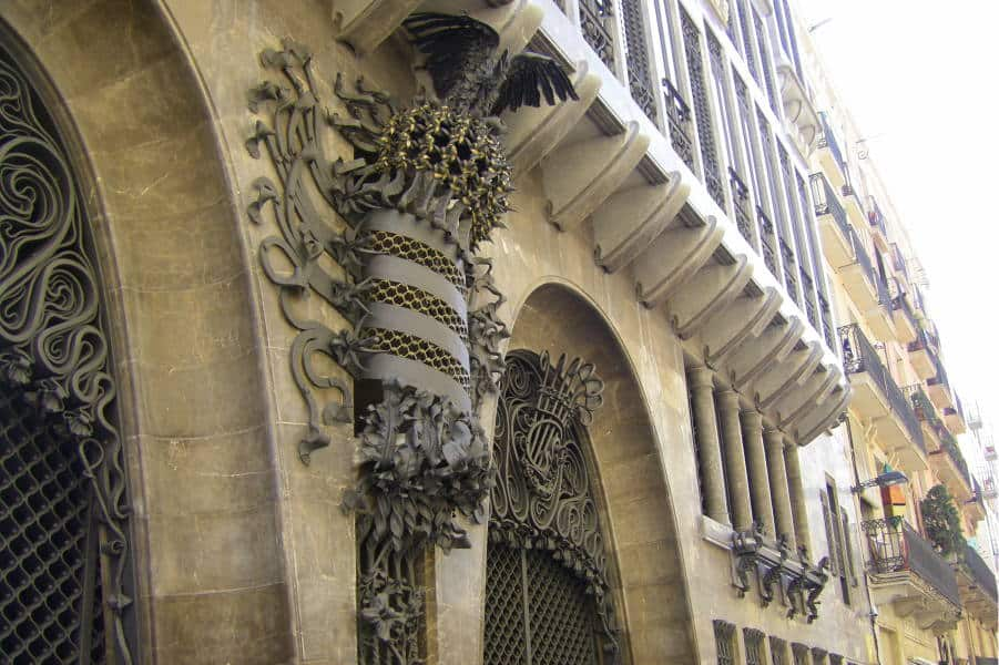 Must-See-Gaudí-Buildings-in-Barcelona_Guell-Palace