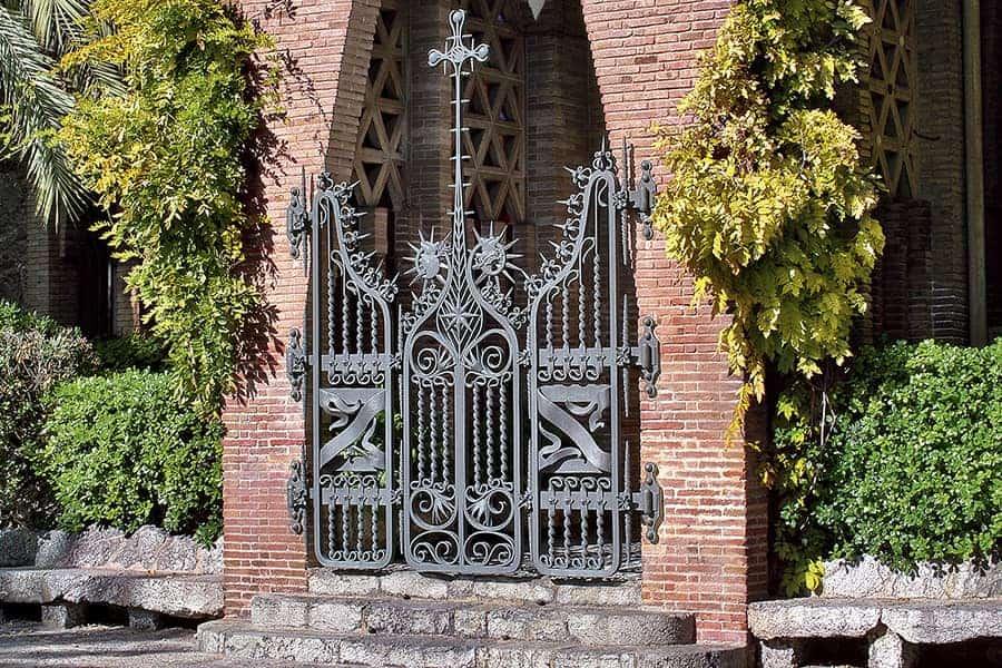 Must-See-Gaudí-Buildings-in-Barcelona_teresian-college