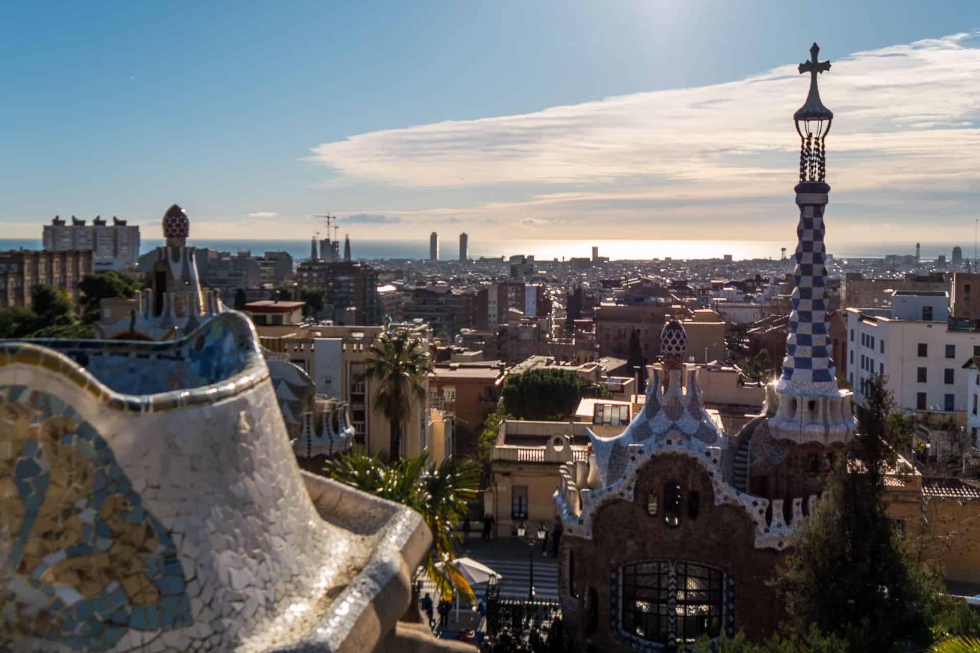 must-see-gaudi-building-park-guell-obras-imperdíveis-de-Gaudí