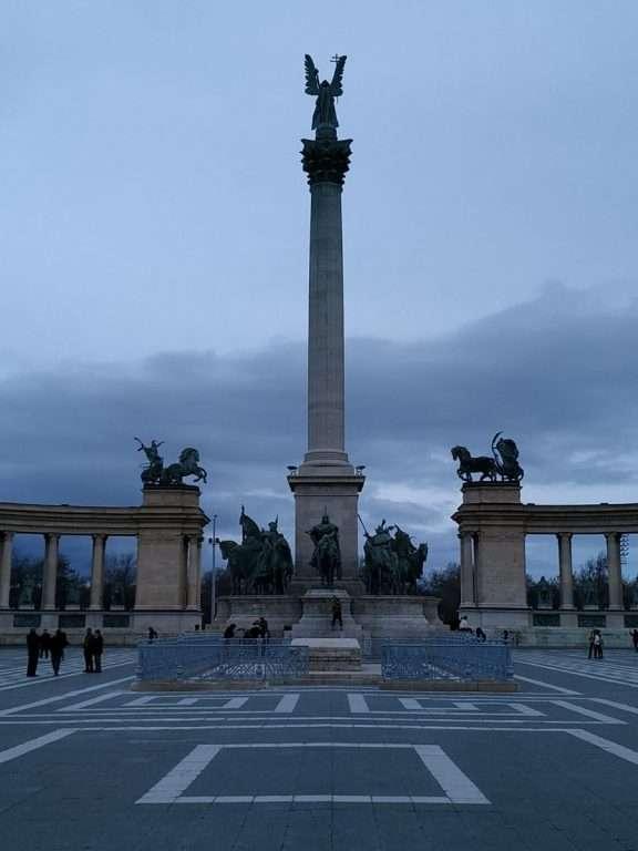 roteiro de viagem - Heroes Square - Millennium Monument