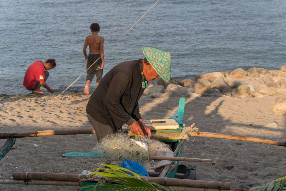 philippines-travel-itinerary-fisherman